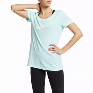 Nike Scoop Neck Short Sleeve Graphic T-Shirt